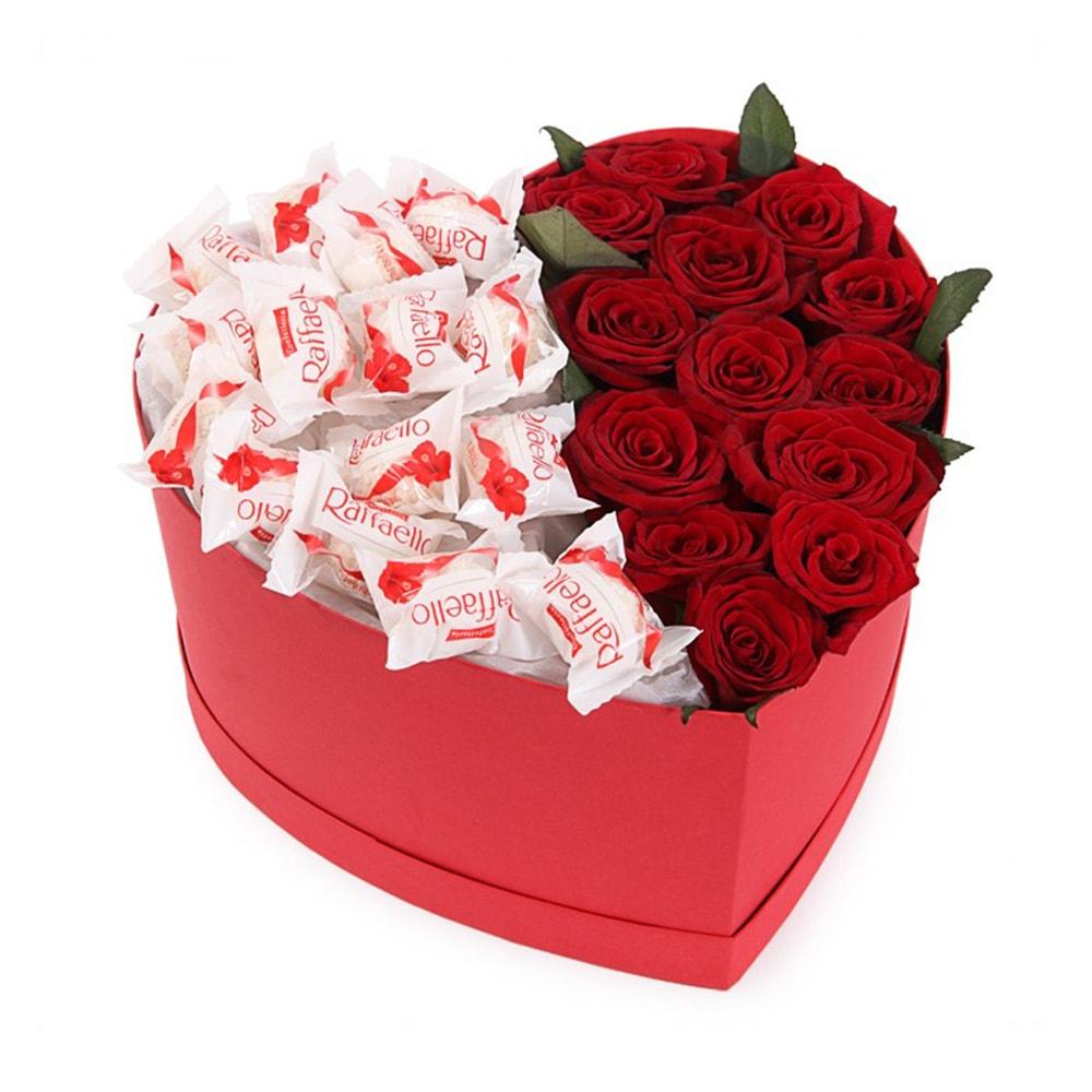 Красные розы, сердце и Рафаелло